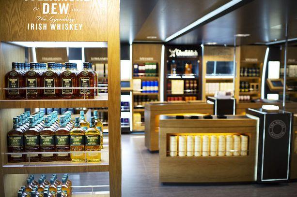 Laivoilla myydään myös arvokkaita alkoholijuomia, halvempaan hintaan kuin Ruotsin Systembolagetissa tai Suomen Alkoissa. Kuva Viking Gracelta.