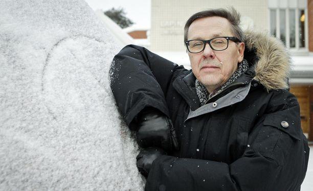 - Kaikkien 2,5 miljoonan palkansaajan toimeentulo ei kestäisi yleistä 10-15 prosentin palkan alennusta, sanoo Lapin yliopiston sosiologian professori emeritus Asko Suikkanen.
