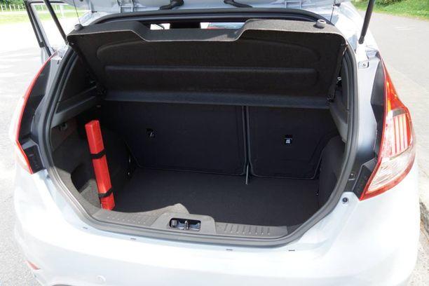 Takakontti on Sportti-Fiestan valtti. Se on normikokoinen ja sellaisena oikein toimiva.