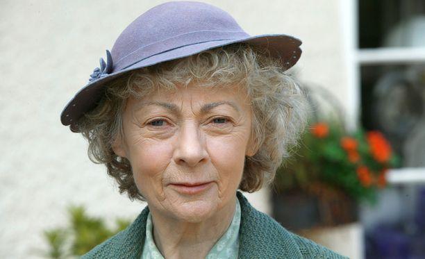 Geraldine McEwanin lisäksi Jane Marplen roolista muistetaan myös Joan Hickson ja Julia McKenzie.