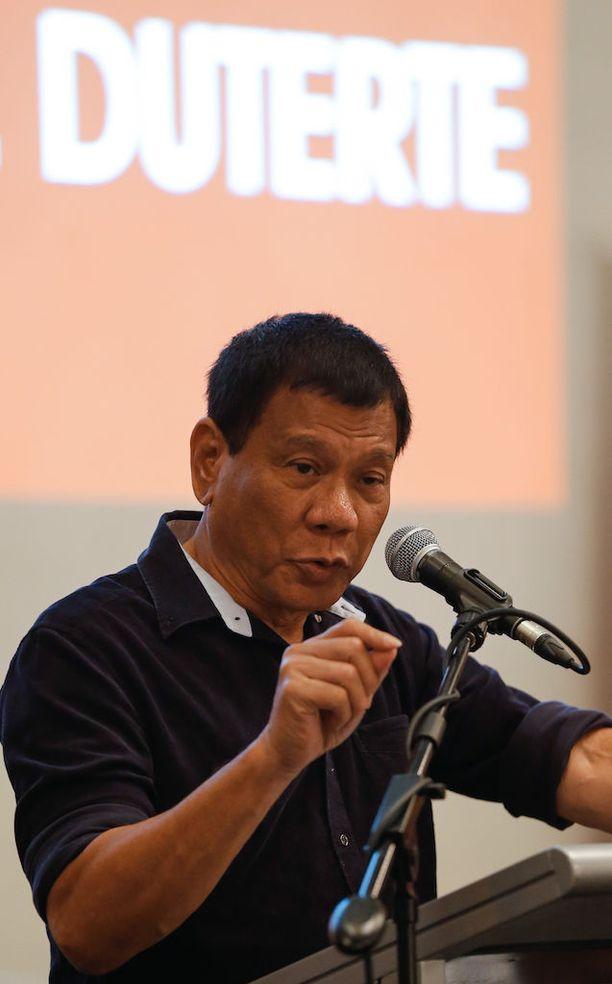 Filippiinit on ottanut uuden presidenttinsä Rodrigo Duterten johdolla äärikovan linjan huumeisiin. Hallitus väittää ottaneensa Duterten alle vuoden kestäneellä kaudella yli 82 000 huumerikollista kiinni.
