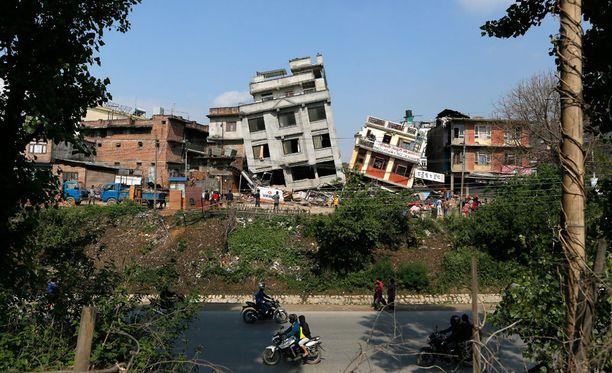 Rakennusten tuhosta näkee suoraan, kuinka 7,9 magnitudin järistys iski Nepaliin lauantaina.