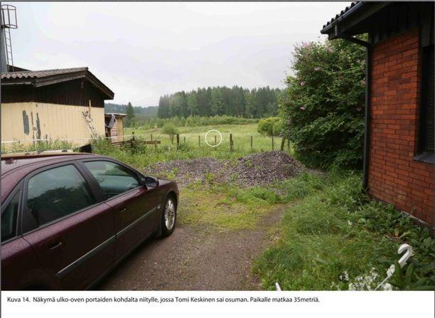 Loukkaantunutta poliisia auttamaan pyrkinyt Tomi Keskinen surmattiin niitylle.
