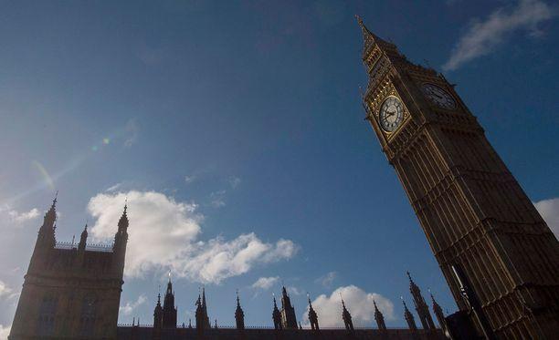 Big Ben ja Ison-Britannian parlamentti.