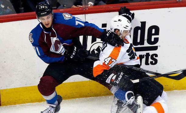 Borna Rendulic (vas.) avasi maalitilinsä NHL:ssä.