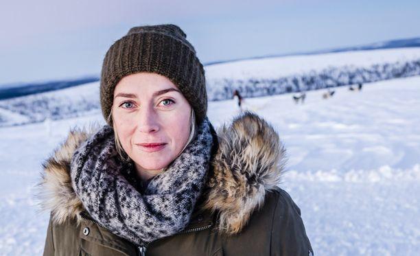 Edes arktiset kuvausolosuhteet eivät Iina Kuustosta hätkäytä. Hän on Ninan roolistaan innoissaan.