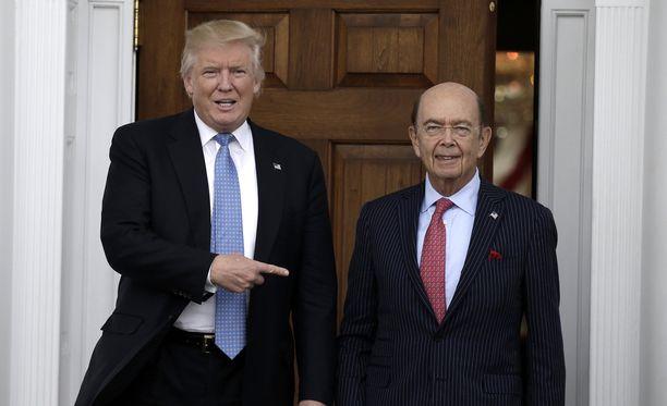 Wilbur Ross (oik.) pelasti Donald Trumpin yhtiön konkurssilta 1990-luvulla. Nyt hän on Trumpin kauppaministeri.