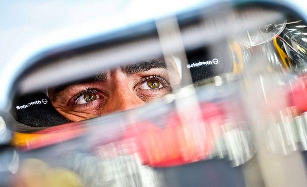 Fernando Alonson auto hajosi kesken kakkosjakson.