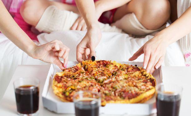 Taas noutopizzaa? Vaikka se joskus onkin mukavaa vaihtelua, kokkaaminen kotona kannattaa kuitenkin ottaa jokapäiväiseksi tavaksi.