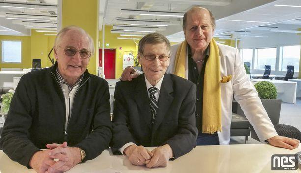 Juhani Wahlsten (keskellä) on ollut Juhani Tammiselle tärkeä mentori vuosikymmenten ajan. Vasemmalla TPS:n hopeakauden 1966-67 ykkösketjun kolmas jäsen Pertti Kuismanen.