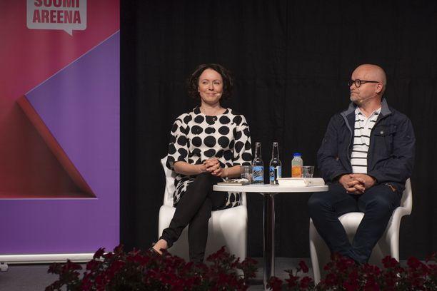 Jenni Haukio esiintyi Porissa Suomi-areenassa.