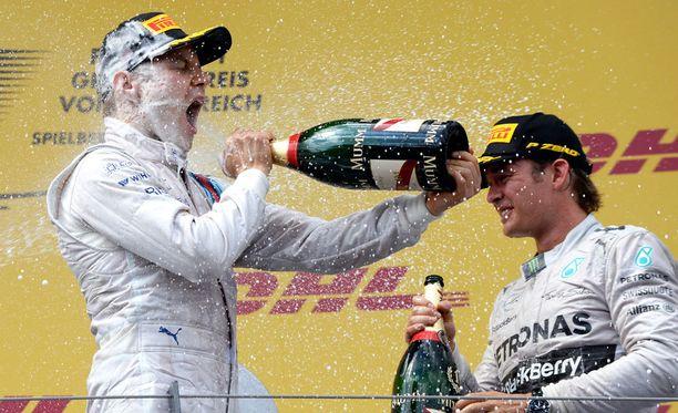 Valtteri Bottas pääsi F1-tasolla kuohujuoman makuun ensimmäisen kerran Itävallassa 2014.