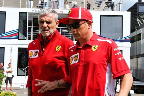 Maurizio Arrivabene (vas.) ja Kimi Räikkönen ehtivät työskennellä neljä vuotta yhdessä Ferrarilla.