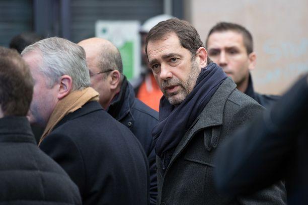 Sisäministeri Christophe Castaner saapui aamulla turmapaikalle.
