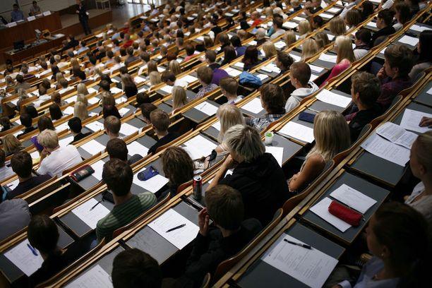 Seuraavaksi osa kouluista testaa hakijoitaan pääsykokeilla. Kuvituskuva.