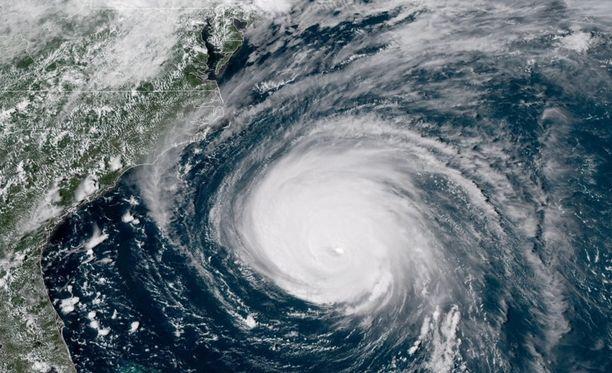 Kategorian 4 hurrikaanin Florencen odotetaan iskevän Yhdysvaltoihin perjantaina Suomen aikaa.