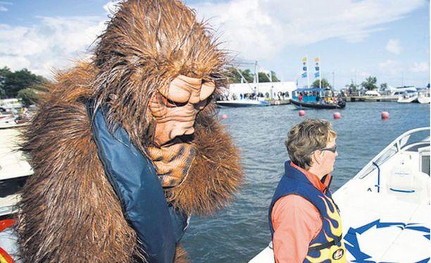 Räikkönen bongattiin vuonna 2007 muskelivenetapahtumassa gorillapuvussa.