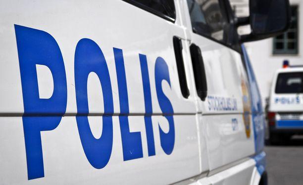 Poliisi laajentaa etsintöjä ja kuulee paikalla olleita tänään.