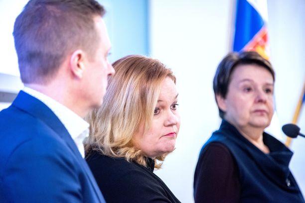 STM:n kansliapäällikkö Kirsi Varihilan (oik) mukaan erityisesti perhe- ja peruspalveluministeri Krista Kiuru (sd) on ollut aktiivinen yhteistyössä kuntien kanssa.