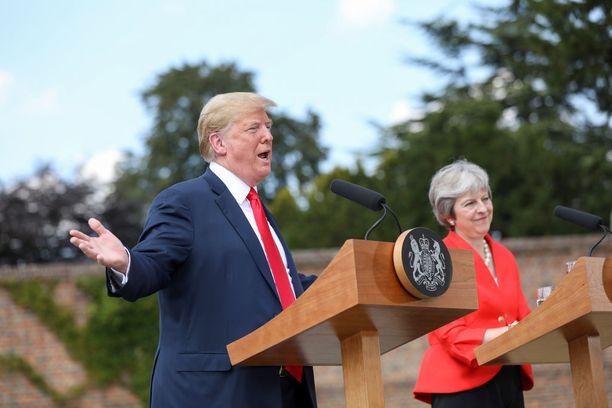 Trump ja May pitivät yhteisen lehdistötilaisuuden perjantaina.