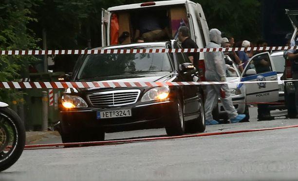 Pommi-iskussa loukkaantui ex-pääministeri ja kaksi hänen turvamiestään.