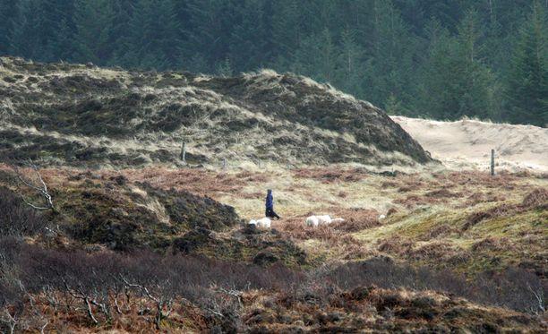 Skotlannin Ylämaan karut maisemat toimivat miljöönä sarjan sankareille.