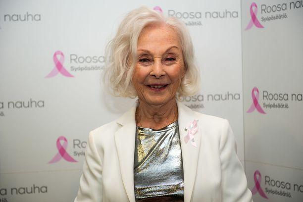 Vuoden 2019 Roosa nauhan on suunnitellut näyttelijä Seela Sella.
