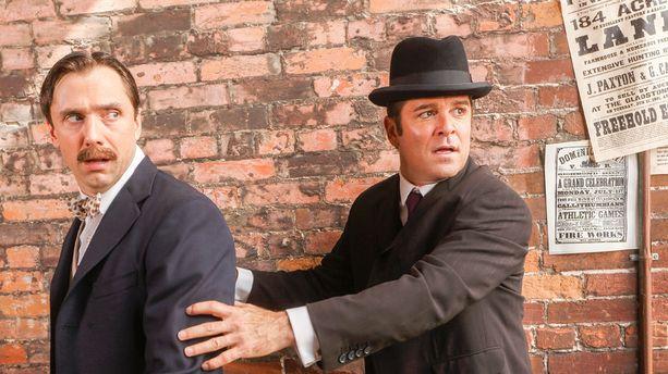 Yannick Bisson (oik.) esittää William Murdochia.