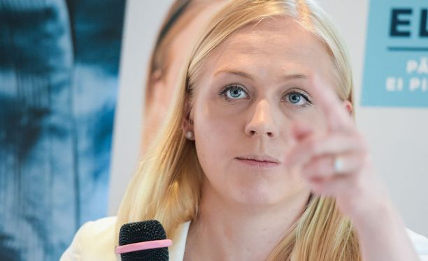 Kolumnissa mainittiin Alexander Stubb ja Petteri Orpo, mutta jätettiin Elina Lepomäki (kuvassa) mainitsematta.