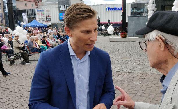 Oikeusministeri Antti Häkkänen oli kokoomuksen muun ministeriryhmän mukana Kuopiossa tiistaina.