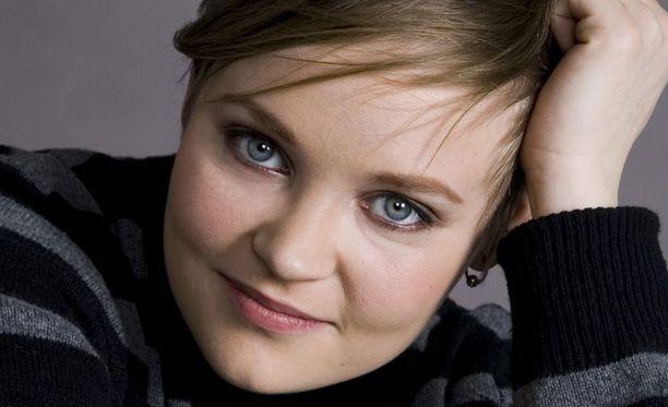 Siiri Nordin julkaisi ensimmäisenä Soololevynsä, Me Toon, vuonna 2006.
