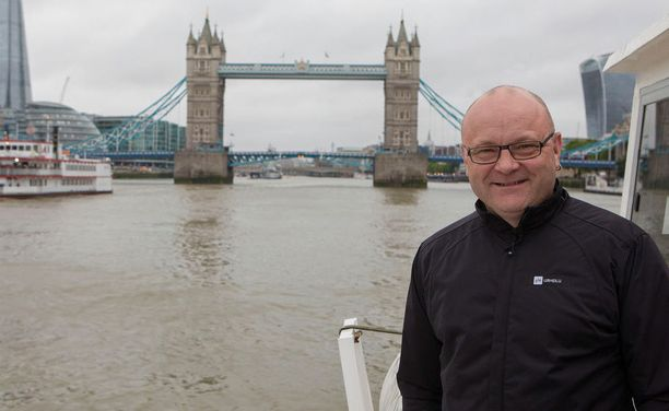 Tapio Suominen palasi Lontooseen viiden vuoden tauon jälkeen. Kisojen alla hän oli Ylen MM-kisatiimin yhteisellä jokiristeilyllä Thamesillä.