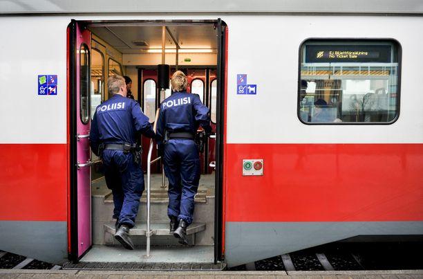 Poliisi suoritti rajavalvontaa junissa maalis-huhtikuussa. Kuvituskuva.