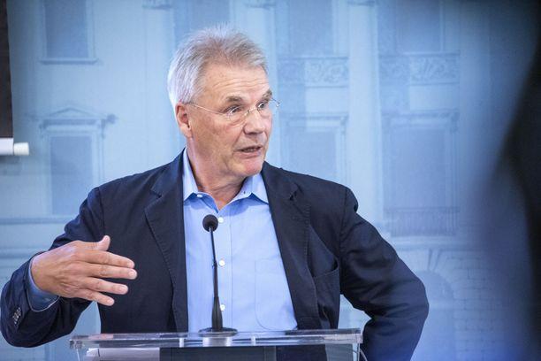 Olli-Pekka Kallasvuo. Arkistokuva vuoden 2019 syyskuulta hän esiintyy tiedotustilaisuudessa Veikkauksen hallituksen puheenjohtajana.