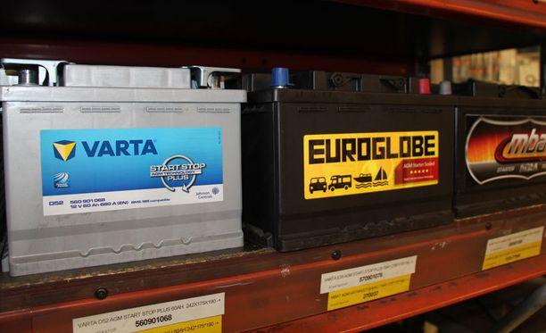 Uusissa autoissa käytettävän AGM-akun tilalle ei voi asentaa perinteistä akkua.