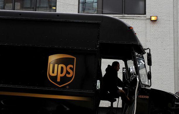 UPS-lähettipalvelussa työskentelevä mies auttoi viranomaisia pelastamaan naisen ja lapsen Yhdysvalloissa.