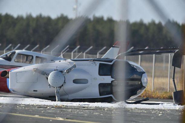 Finavian mukaan helikopteri kaatui kyljelleen nousun yhteydessä.