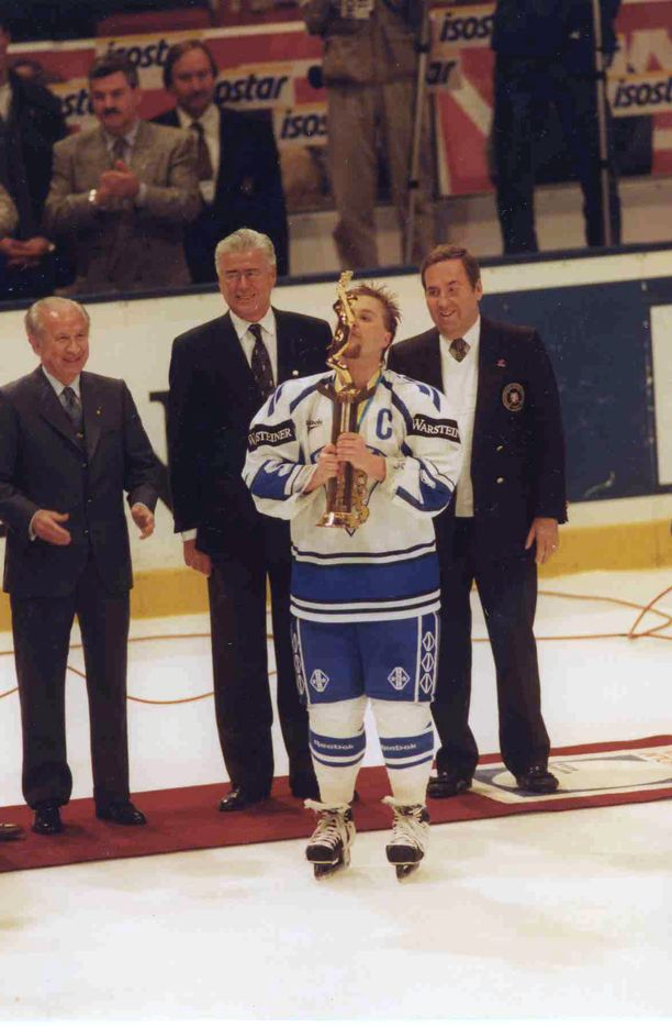 Loppuiko lama, kun Timo Jutila nosti MM-pytyn ilmaan toukokuussa 1995?