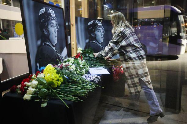 Pietarin Jubileini Sports Palacessa järjestettiin tiistaina Timur Faizutdinovin muistotilaisuus, jossa ihmiset voivat jättää viimeisen tervehdyksensä Dinamon kapteenille.