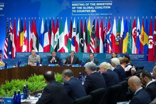 Yhdysvaltojen johtaman liittouman korkea-arvoiset diplomaatit ja upseerit tapasivat heinäkuussa.