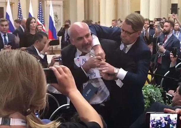 Sam Husseini poistettiin Trumpin ja Putinin tiedotustilaisuudesta 16.7.2018.