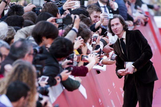 Wes poseerasi fanikuvissa Rooman elokuvajuhlilla viime viikolla.