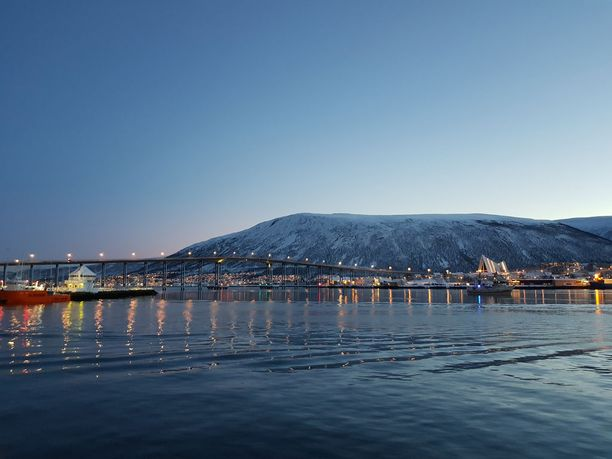Tromssan ilmasto Jäämeren rannalla on erityinen. Kovaa pakkasta ei ole koskaan.