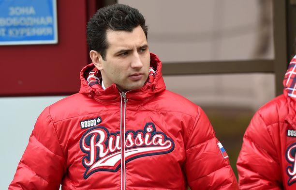 Venäjän maajoukkueen GM Roman Rotenberg ei välitä Suomen, Tshekin ja Ruotsin jääkiekkoliittojen painostuksesta.
