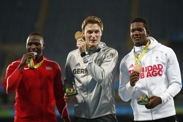 Rion olympiakisoissa palkintopallille noustiin kolmelta mantereelta. Kenian Julius Yego (vas.) oli hopealla, Saksan Thomas Röhler voitti ja Trinidad ja Tobagon Keshorn Walcott oli pronssilla.