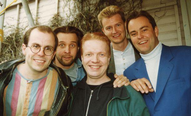 1990-luvun klassikkosarja Kummelin kuusi tuotantokautta ovat nähtävillä Yle Areenassa.