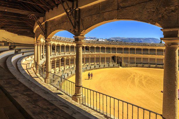 Rondasta löytyy Espanjan vanhin härkätaisteluareena.