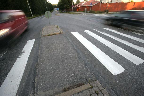 Autoilijoita muistutetaan suojatien kunnioittamisesta ja ajonopeuksista koulujen alkamisen aikaan.