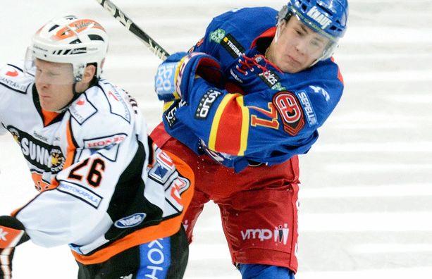 Saku Salminen jatkaa Liiga-kaukaloissa.