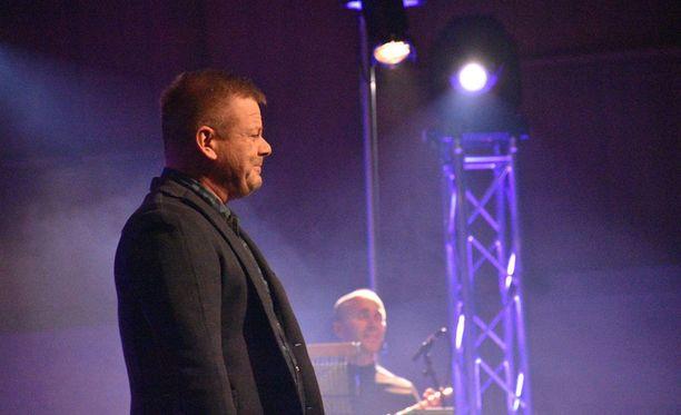 Sillanpään kiertue kantaa nimeä Valokeilassa. Sunnuntaina mies esiintyy puolestaan Joensuussa.